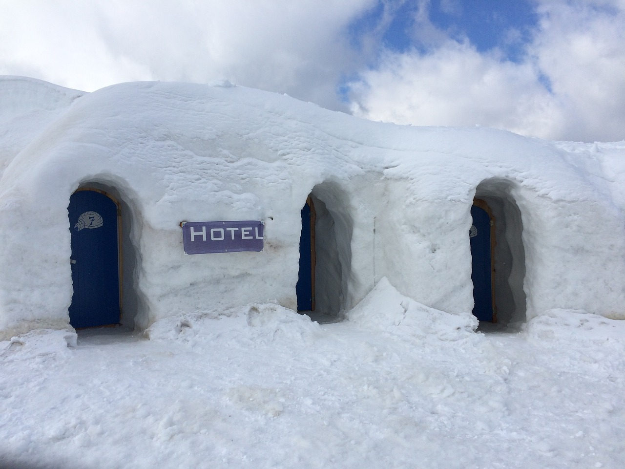 igloo hotel, abandoned hotels